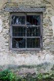 Okno w starym zaniechanym domu z łamanym szkłem Zdjęcia Royalty Free