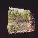okno w zaniechanym adobe Zdjęcia Stock