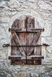 Okno z żaluzjami w starej ścianie Obraz Royalty Free