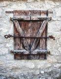 Okno z żaluzjami w starej ścianie Zdjęcia Royalty Free
