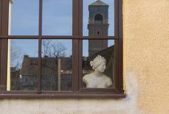 Okno z żeńską półpostacią Obrazy Stock