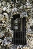 Okno z barami więzienie kamień Fotografia Stock