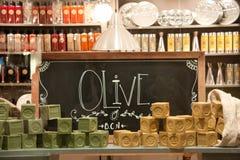 Okno z barwiącymi kawałkami naturalny mydło Zdjęcie Royalty Free