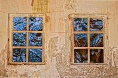 Okno z widokiem skały w starym budynku. HDR obrazek Fotografia Royalty Free