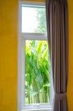 Okno z zasłonami w pokoju Obrazy Royalty Free