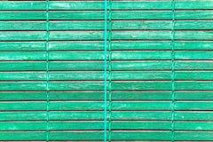 Okno zielona kolorowa stara drewniana żaluzja zdjęcia royalty free