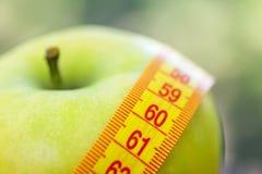 około tło bow puste pojęcia wyświetlania numerów jego skali diety środki wiążące taśma tekst biały okna twojego zawinięty jabłko  zdjęcia royalty free