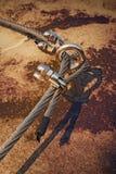 Oko rygiel w środku Stalowy kotwicowego rygla oko w skale Niezmienna stalowa arkana Arywista ścieżka przez ferrata Kręcona arkana Obraz Royalty Free