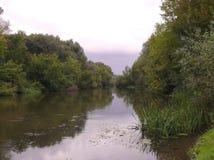 Oko rzeka na chmurnym dniu zdjęcia stock