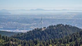Oko widok na wielkim metropolice przy dnem góra fotografia royalty free