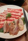 Okokt nötkött och höna för hotpot Arkivbilder