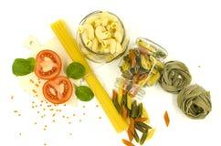 Okokt pasta, spagetti, tomat, kryddor Fotografering för Bildbyråer