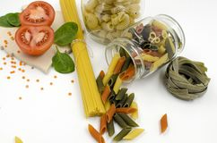 Okokt pasta, spagetti, tomat, kryddor Royaltyfri Fotografi