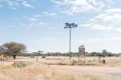 Okonjima Africat储备的标志板 免版税库存照片