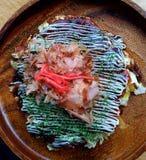 Okonomiyaki japansk omelett royaltyfria bilder