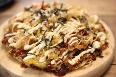Okonomiyaki japonés de la pizza Fotos de archivo libres de regalías