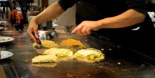 Okonomiyaki processing Royalty Free Stock Photos