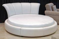 okrągłe łóżko Obrazy Royalty Free