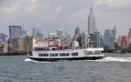okrąg łódkowata linia nyc linia horyzontu wycieczka turysyczna Obrazy Royalty Free