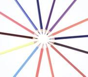 Okrąg od colour ołówków Odizolowywaj?cy na bielu Fotografia z kopii przestrzeni? fotografia stock