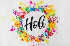 Okrąg rama kolorowa tradycyjna farba z Holi znakiem, odosobniona na bielu obraz stock