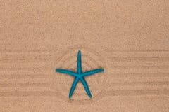 Okrąg robić piasek z rozgwiazdą Z pustą przestrzenią zdjęcia stock