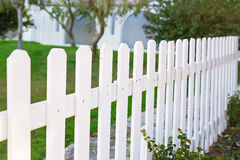 Okręgu administracyjnego stylowy biały drewniany ogrodzenie Obraz Royalty Free