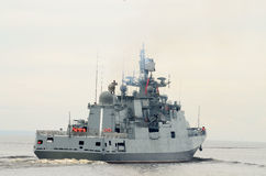 Okręt wojenny przy morzem Obrazy Royalty Free
