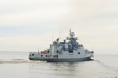 Okręt wojenny przy morzem Zdjęcia Royalty Free