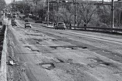 Okropny bruk lub podnośny most Wszystkie asfalt w jamach Obrazy Royalty Free