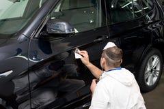 Okrzesany czarny samochód obraz stock