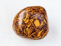 okrzesany Mariam kamienia gemstone na bielu Fotografia Royalty Free