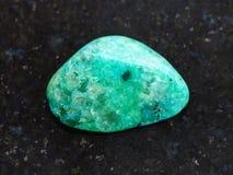 okrzesany zielony agata gemstone na ciemnym tle Obraz Royalty Free