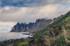Okshornan, klaxons de Taureau s'étendent dans Senja, Norvège Photo stock