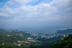 OKTOBER östlig Shenzhen Meisha djungel som förbiser stationen för kabelbil på linjen 1 OKTOBER riddare Valley Ecological Park Royaltyfria Foton