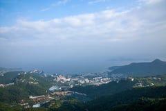OKTOBER östlig Shenzhen Meisha djungel som förbiser stationen för kabelbil på linjen 1 OKTOBER riddare Valley Ecological Park Arkivfoton