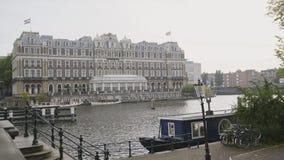 18 OKTOBER 2016, AMSTERDAM, NEDERLAND - Beroemd Amstel-hotel op kanaal Royalty-vrije Stock Foto