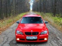 Oktober 16, 2016; Arzamas Ryssland; Avvikelse för BMW 3 serie E90 utanför staden Arkivfoton