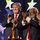 15. Oktober 2016 EDISON, NJ - Donald Trump und Shalabh Kumar an Edison New Jersey Hindu Indian-American-Sammlung für 'Menschlichk Stockfotografie
