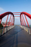 OKTOBER går östliga Shenzhen Meisha broar i molnen Royaltyfri Bild