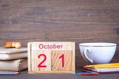 21. Oktober hölzerner Kalender der Nahaufnahme Zeitplanung und Geschäftshintergrund Stockfotografie