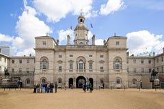 Oktober 2012: Ihre Majestys Pferdeabdeckungen, die durch das Haushalts-Abteilungs-Denkmal überschreiten Westminster, Stockfoto