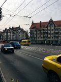 Oktober 20, 2017, Kaliningrad, straat, mensen, auto's en bussen royalty-vrije stock foto