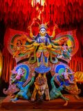 Oktober 2018, Kolkata, West-Bengalen, India Het idool van godindurga in een Pandal Durga Puja is het belangrijkste Hindoese festi royalty-vrije stock fotografie