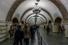 Oktober 2016: Kyiv Ukraina tunnelbanastation arkivbild