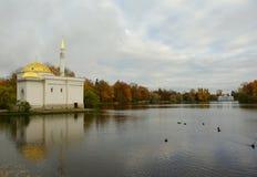 Oktober morgon i Catherine Park i Tsarskoe Selo Royaltyfri Bild