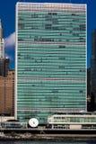 OKTOBER 24, 2016 - NEW YORK - horisont av midtownen Manhattan som ses från Eastet River som visar Förenta Nationerna som bygger,  Royaltyfria Bilder