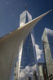 24 OKTOBER, 2016 - New York, NY - de Oculos-Metro eind en nieuw Freedom Tower, het World Trade Center, Lower Manhattan, desig Royalty-vrije Stock Foto's