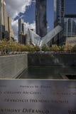 OKTOBER 24, 2016 - New York, NY - den Oculos gångtunnelterminalen och nya Freedom Tower, World Trade Center, Lower Manhattan, des Arkivfoton