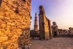 27 oktober, 2014: Ruïnes van Qutb Minar in New Delhi, India Stock Foto's